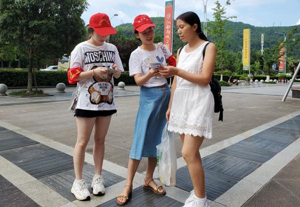巴中市文化馆开展包保志愿服务进社区活动